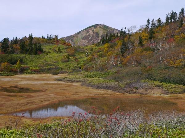 池に写った火打山