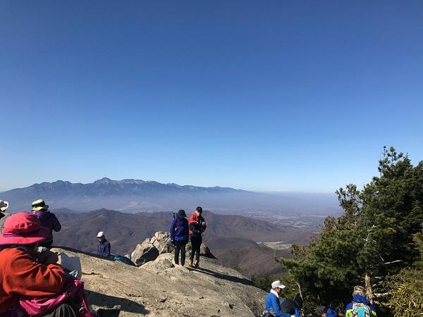 八ヶ岳と北アルプスが一望