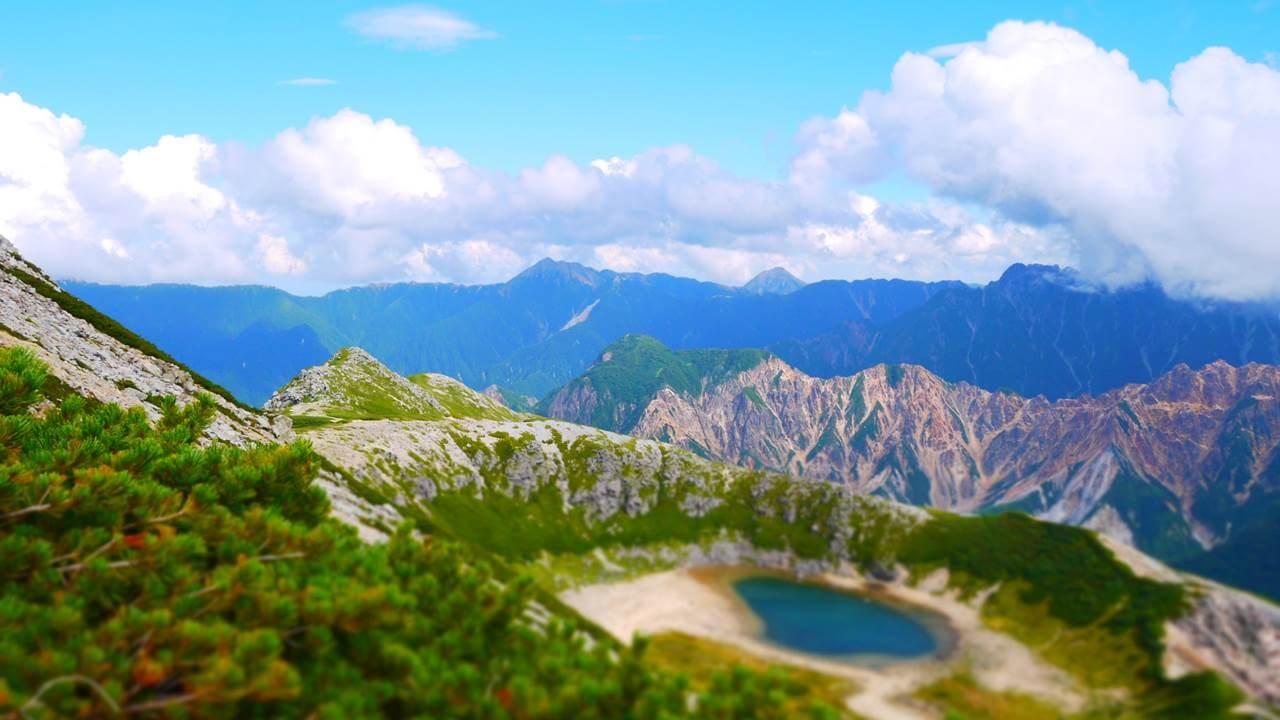 鷲羽岳途中の池