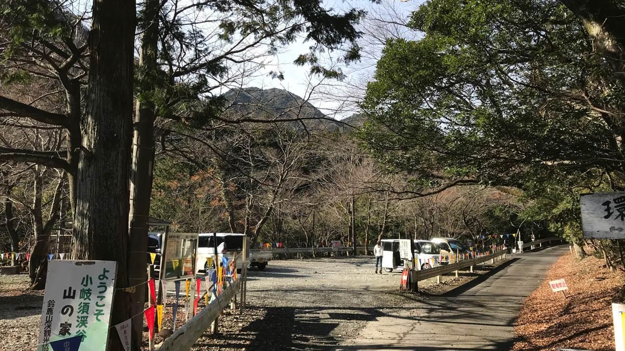 入道ヶ岳登山口駐車場