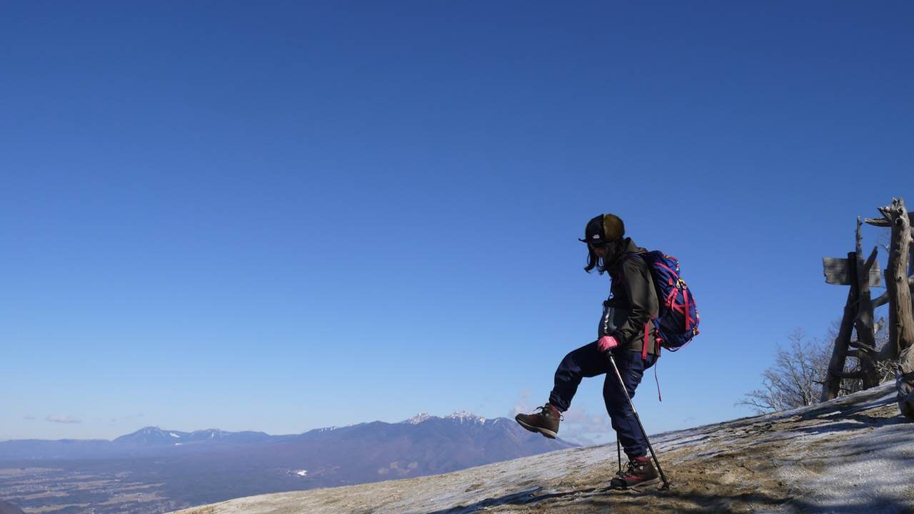 八ヶ岳連峰を踏む妻