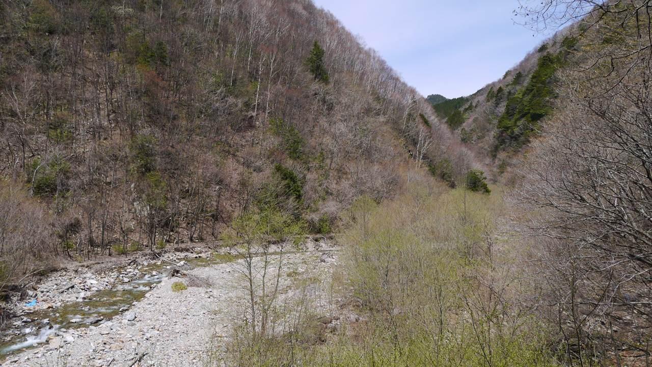 恵那山の谷間