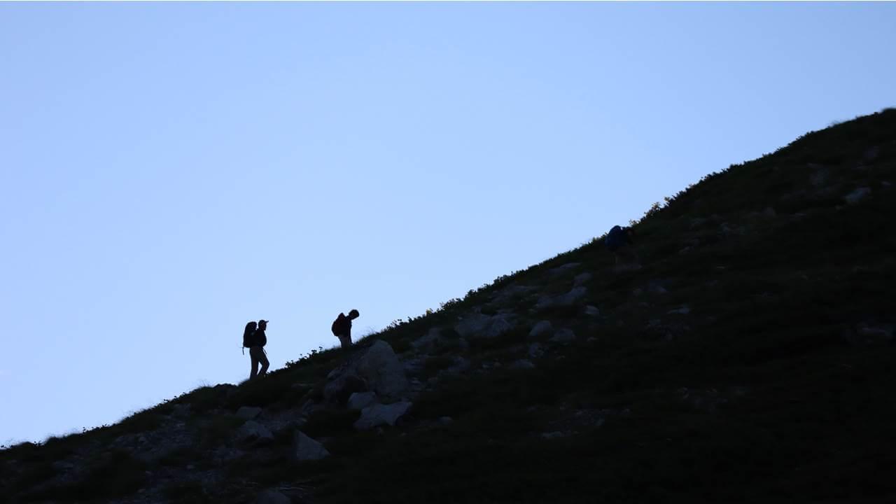 槍ヶ岳へ向かう登山客