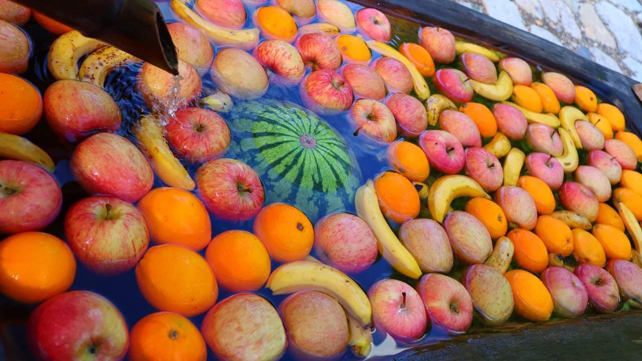 わさび平小屋前の果物