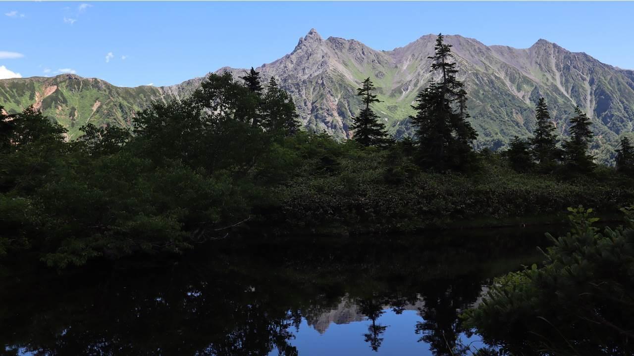 鏡池から見る槍ヶ岳