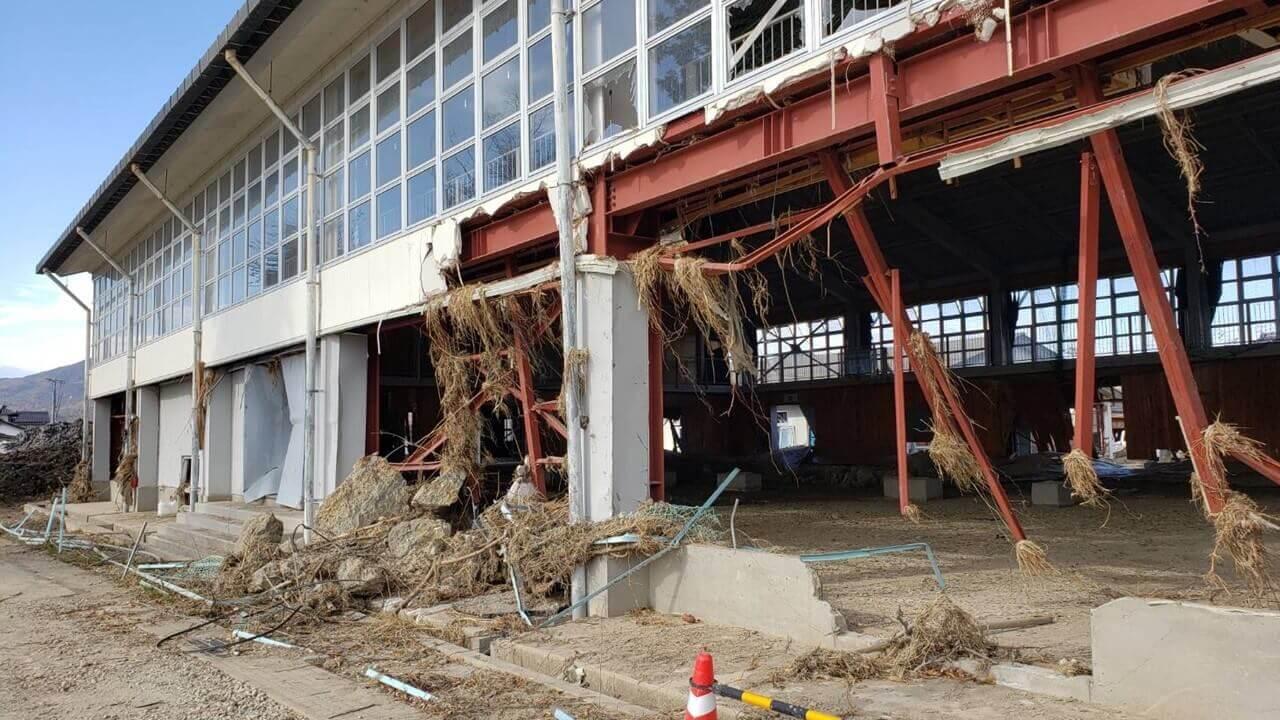 千曲川氾濫によって体育館の半壊